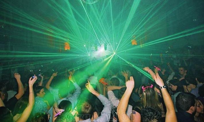 Contagiati festa in Sardegna, discoteca