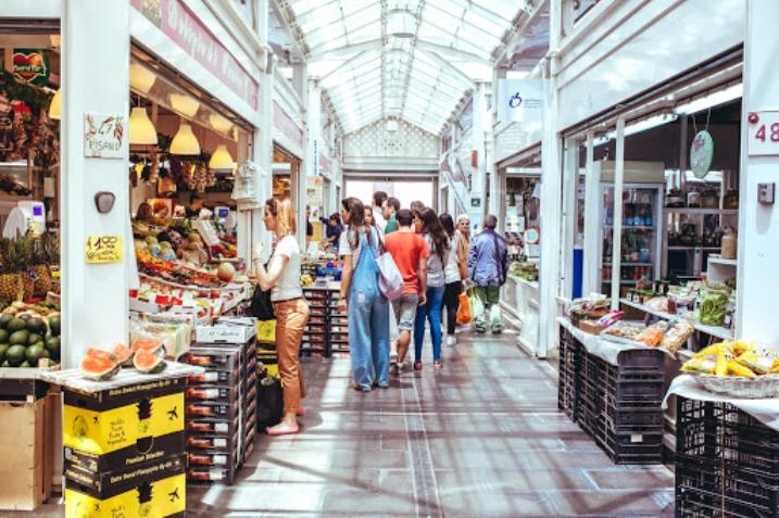 mercati aperti anche la sera