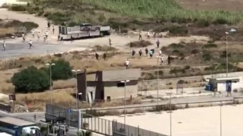 stato di emergenza e fuga di migranti