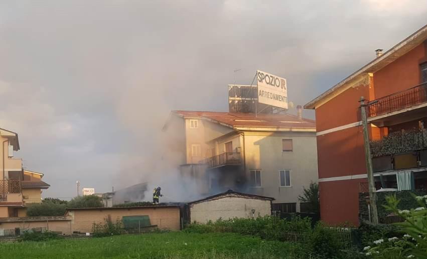 Incendio Valmontone, mobilificio a fuoco