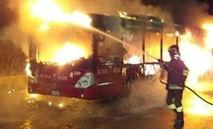 Bus in fiamme Foro Italico