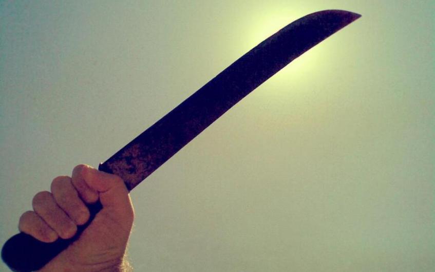 ferisce ragazzi machete