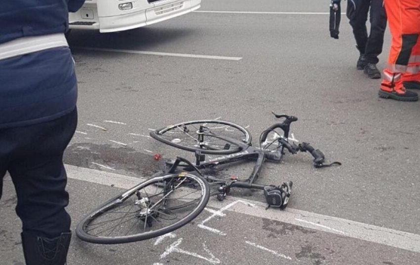 roma scontro tra due bici