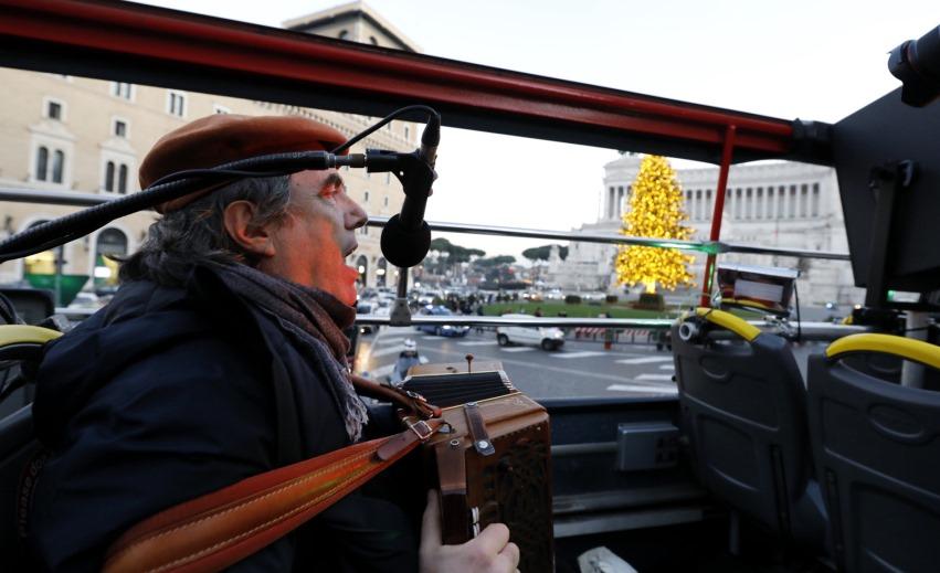 Ambrogio Sparagna sul bus