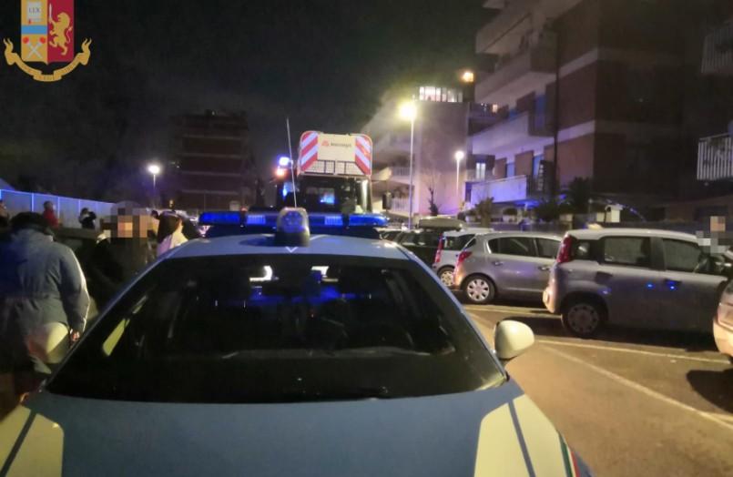 edificio in fiamme ostia polizia di stato
