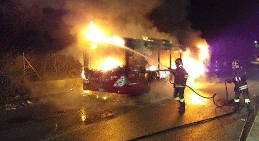 bus a fuoco roma atac