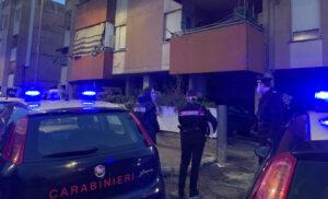ardea minaccia uccidere figli barrica in casa carabinieri