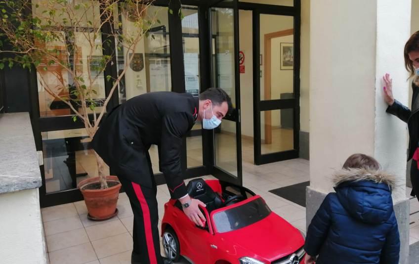 macchina giocattolo ladro bambino grottaferrata carabinieri
