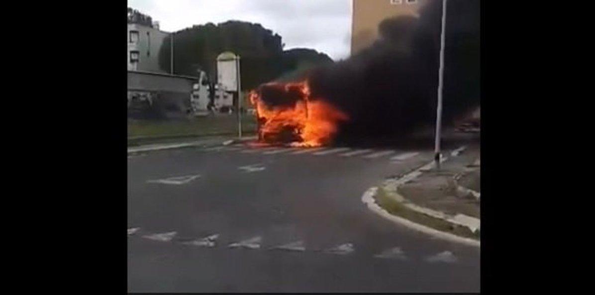 bus in fiamme atac roma portuense