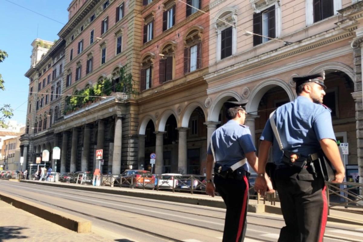 Carabinieri nel quartiere Esquilino Roma