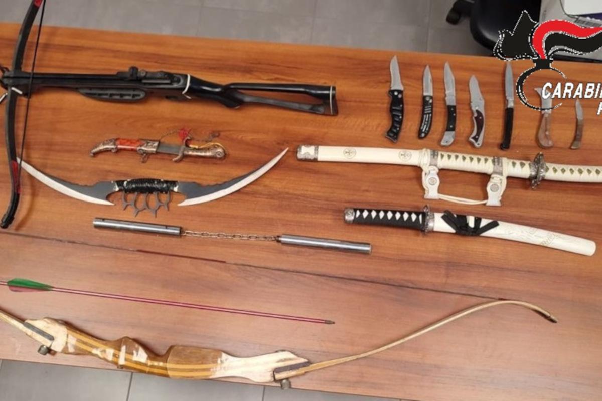 armi e sciabole sequestrate ad aggressore del Trullo