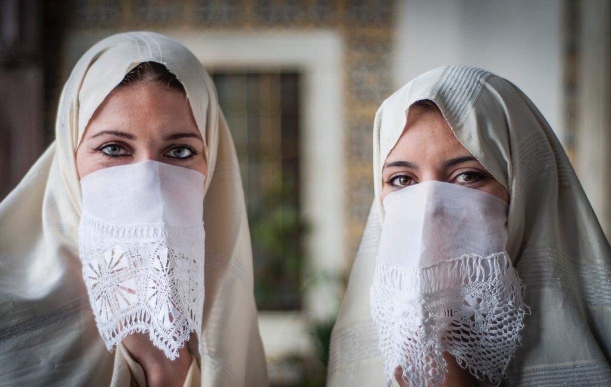 donne con velo moderno