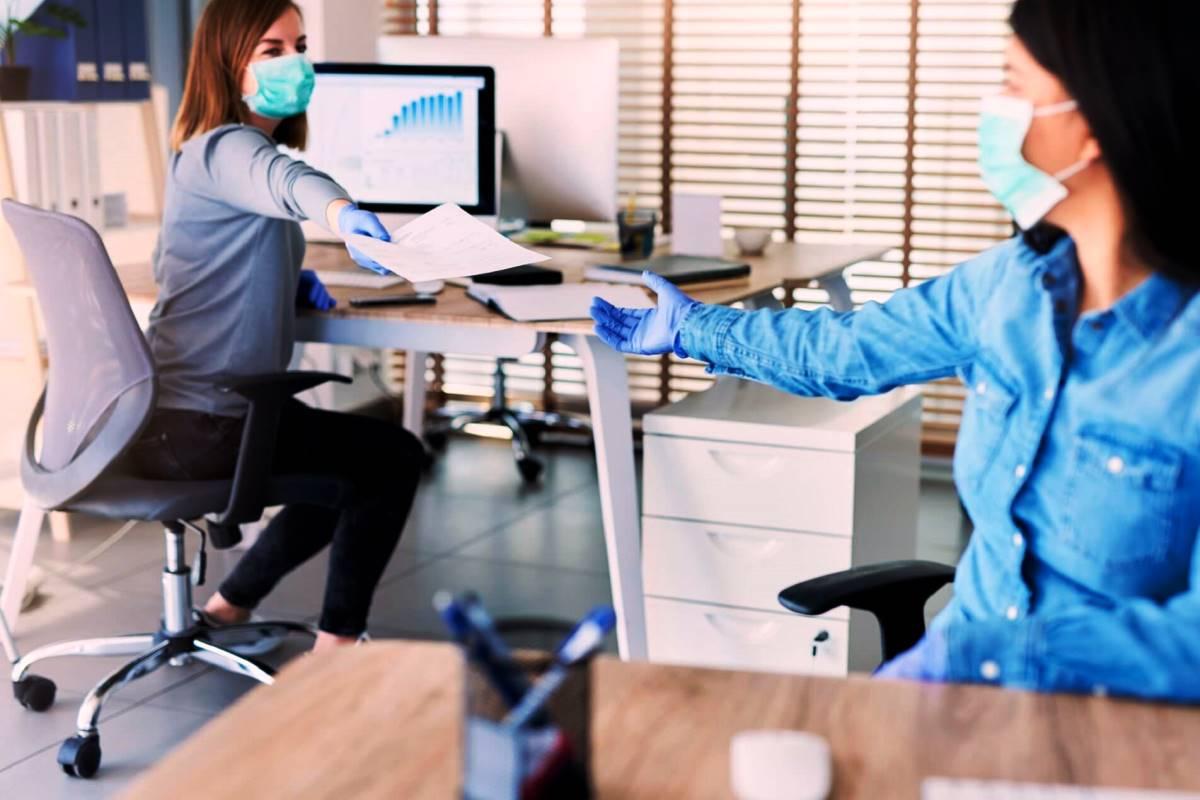 Dipendenti pubblici in ufficio