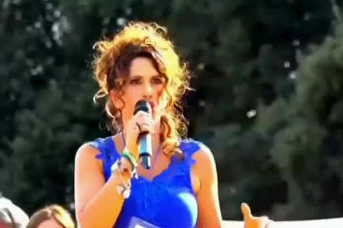 L'immagine della vicequestore Nunzia Alessandra Schilirò sul palco No Green Pass di piazza San Giovanni