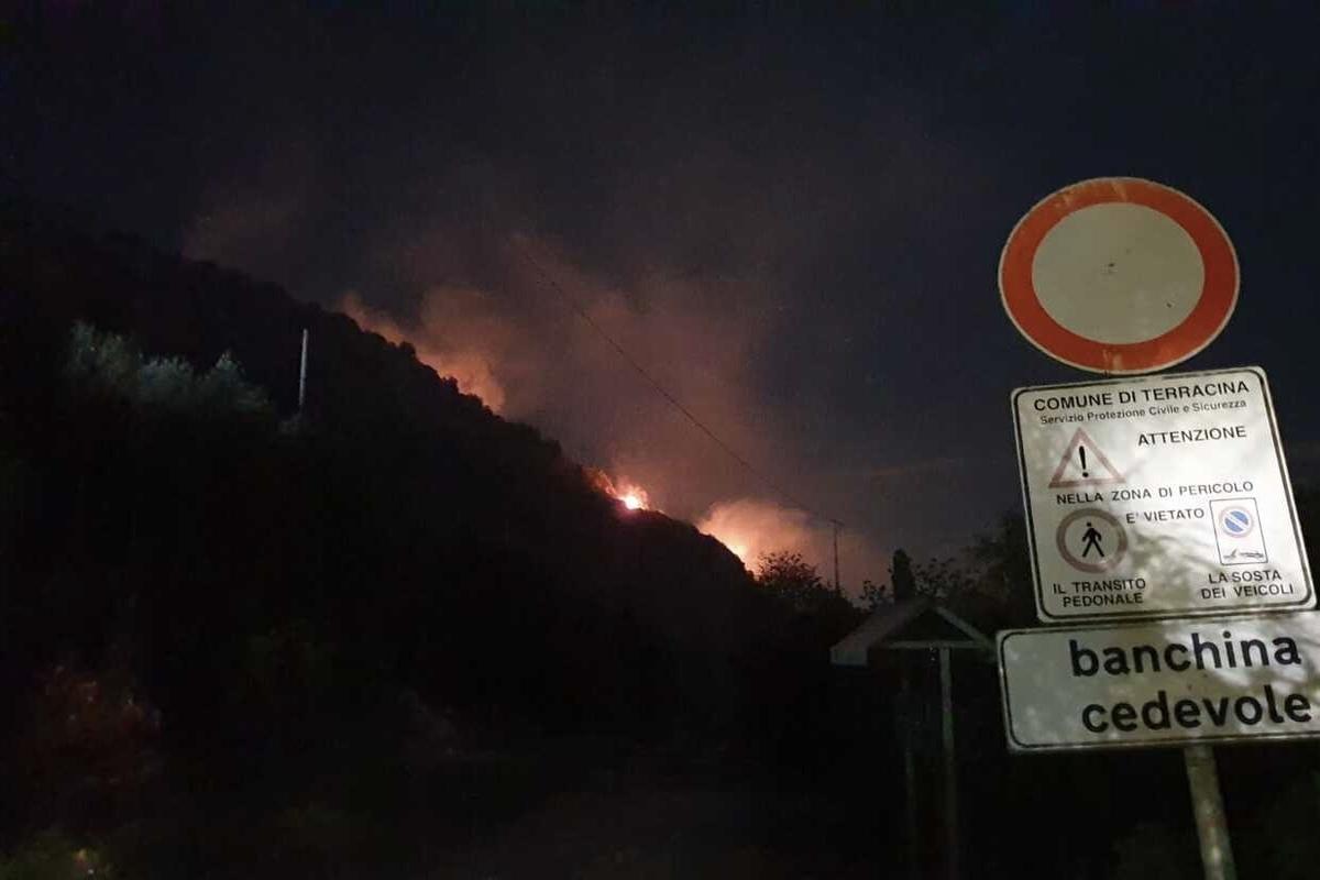 Maxi-incendio a Terracina