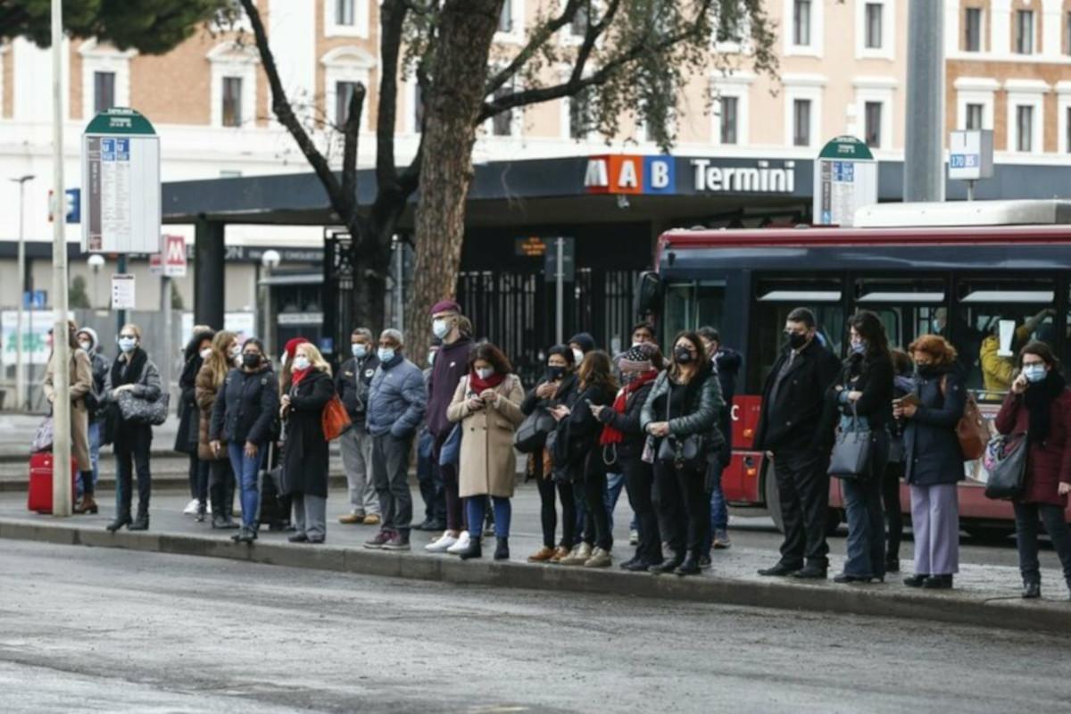 Sciopero trasporti Roma, stazione termini affollata